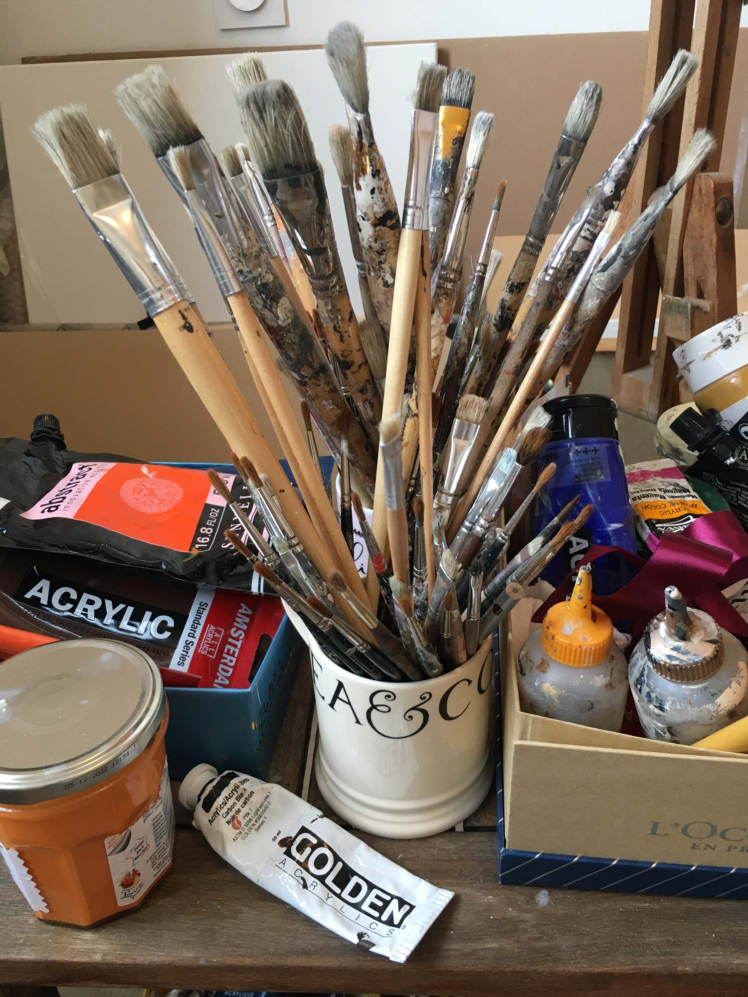 Agnes B Davis atelier pinceaux