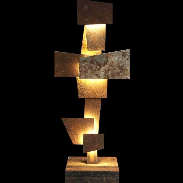 Maxime Lutun – Kazatchok – Sculpture lumineuse en Corten – série limitée à 4 exemplaires – 103 x 43 x 20 cm – 3600 €