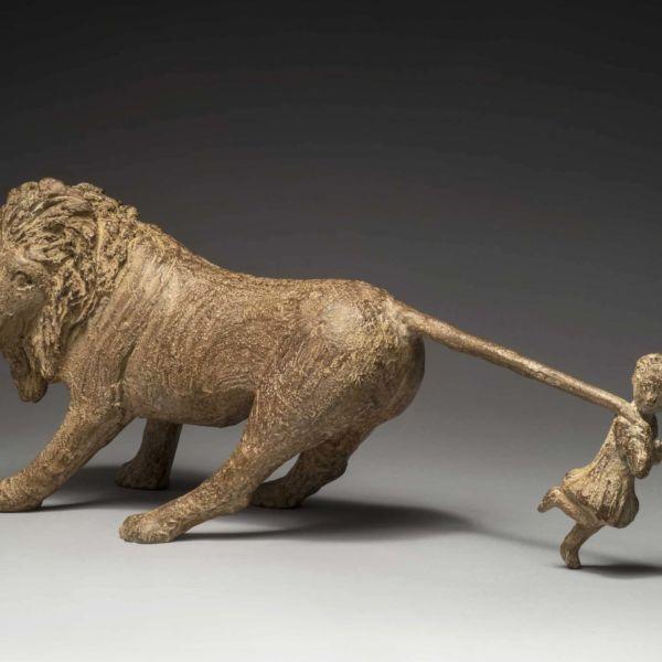 Sophie Verger – Jeanne et le Lion – bronze sculpture – 45,5 x 21,5 x 16 cm – 3300 €