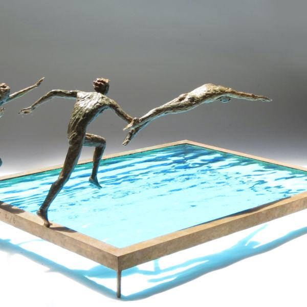 Claire Fontana - Trio de plongeurs - bronze et verre - 45 x 31 x 19 cm - 3800 €