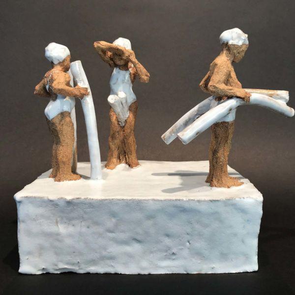 Sophie Gerspacher – Les frites – terre cuite émaillée – pièce unique – 17 x 26 x 20 cm – vendu