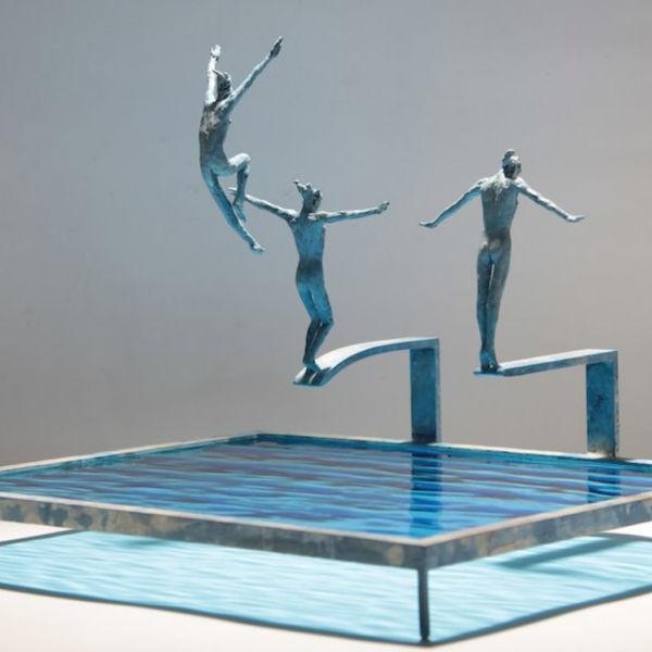 Claire Fontana - Trio de plongeurs - Bronze et verre - 29 x 25 x 23 cm - 1700 €