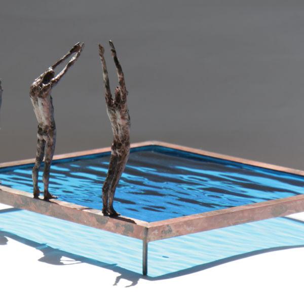 Claire Fontana - Trio de plongeurs - bronze et verre - 24 x 24 x 14 cm - 1600 €