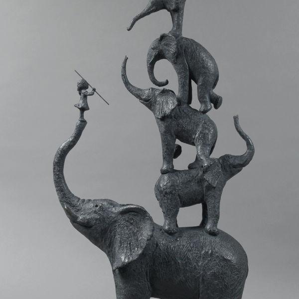 Sophie Verger - Cinq éléphants et une petite fille - bronze - 100 x 47 x 18 cm - 8500 €