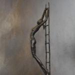Valentine Laude - Femme à l'échelle - bronze n°4/8 - 49 x 10 x 14 cm - 2700 €