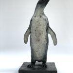 Isabelle Carabantes - Empereur le bec en l'air - bronze - 55 x 25 x 25 cm - 6900 €
